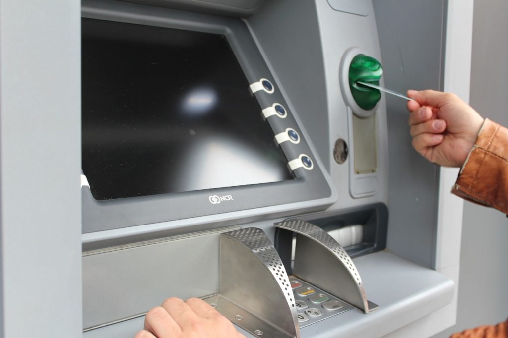 withdraw money from an ATM in Rome